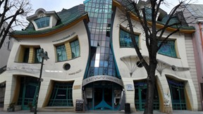 Krzywy Domek - The Crooked House